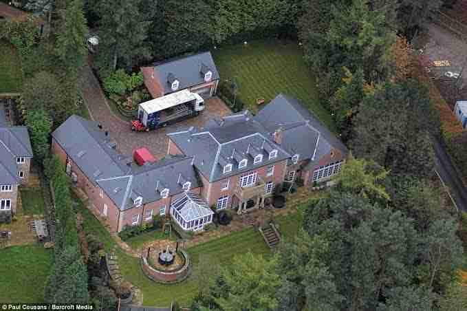 Rumah Mewah Pesepak Bola Dunia Rooney