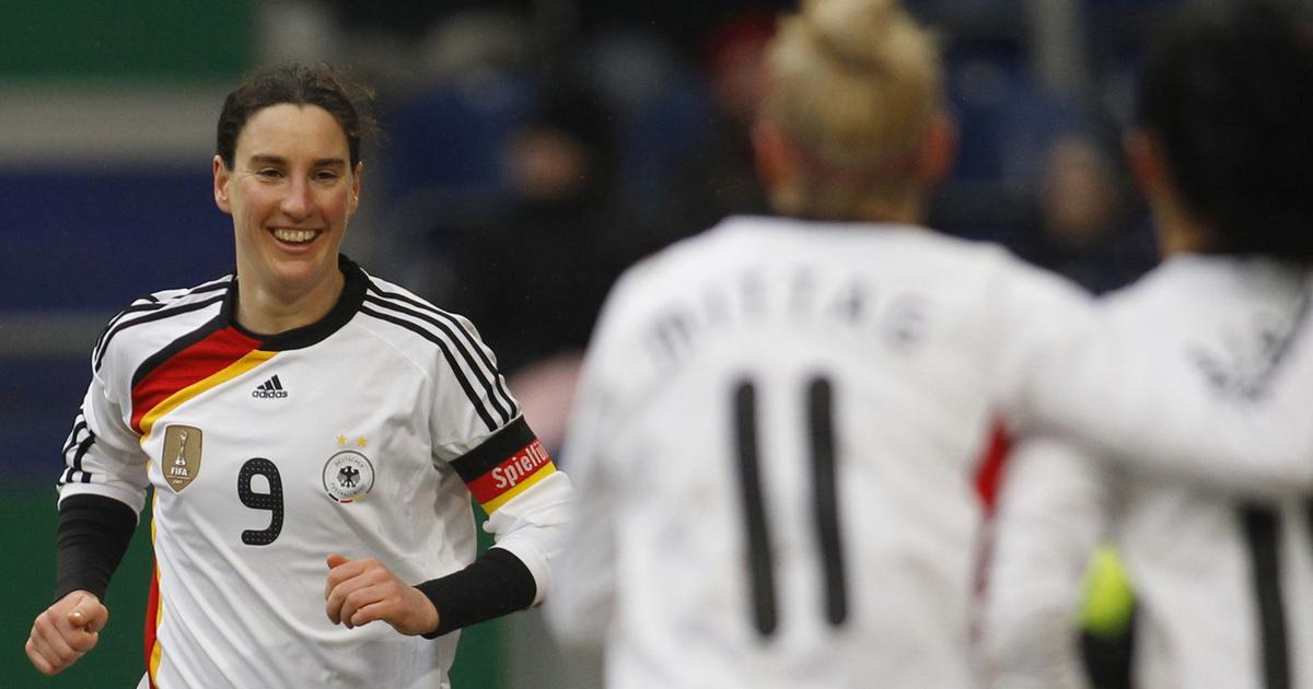 pesepak bola wanita terbaik sepanjang masa Birgit Prinz